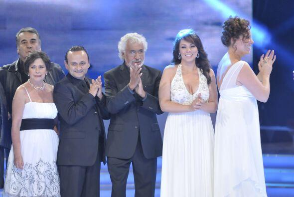 Giselle González y Roberto Gómez agradecieron a su elenco...