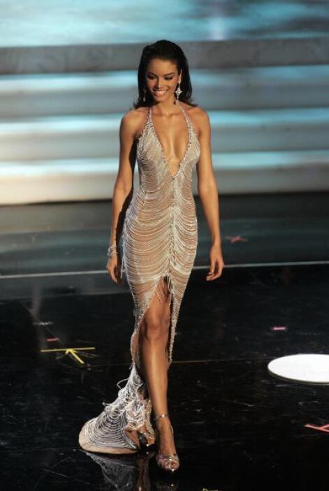 Se dice fue el peso del vestido lo que causó que la boricua se sofocara,...