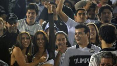 Euforia en Paraguay tras el triunfo del Olimpia sobre el Atlético Mineir...