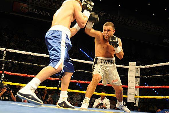"Joey ""Twinkle Fingers"" Hernández enfrentó a Brandon Baue en una pelea en..."