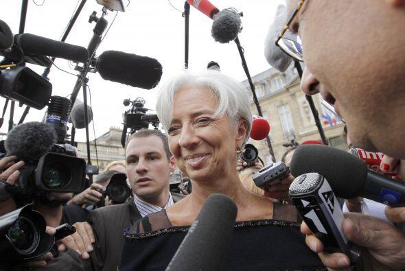 Lagarde recibía aproximadamente el doble de sueldo como ministra...