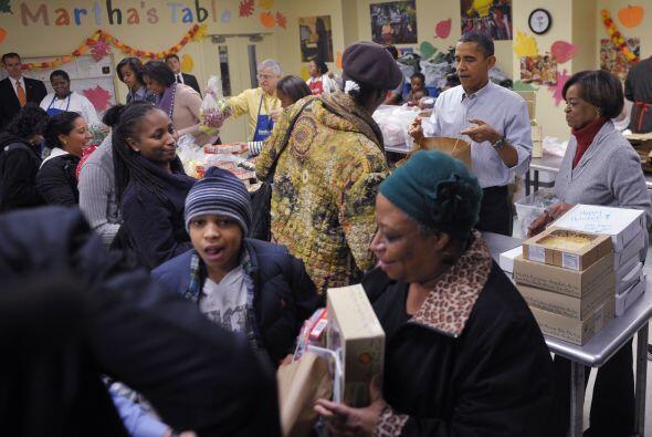 Decenas de familias invitadas, todas de la capital, recibieron los paque...