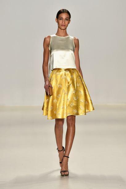 El amarillo dorado en telas de seda te dará el brillo necesario....