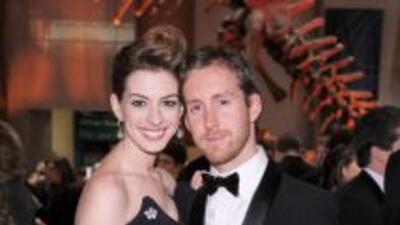 La actriz Anne Hathaway se nos casa, pues se comprometió con su novio Ad...