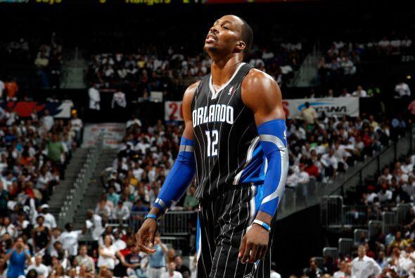 12. DWIGHT HOWARD- El jugador del Orlando Magic, con 25 años de edad, ha...