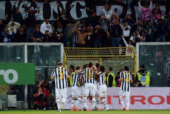La Juventus se convirtió en el nuevo líder del Calcio, al vencer 2 a 1 a...