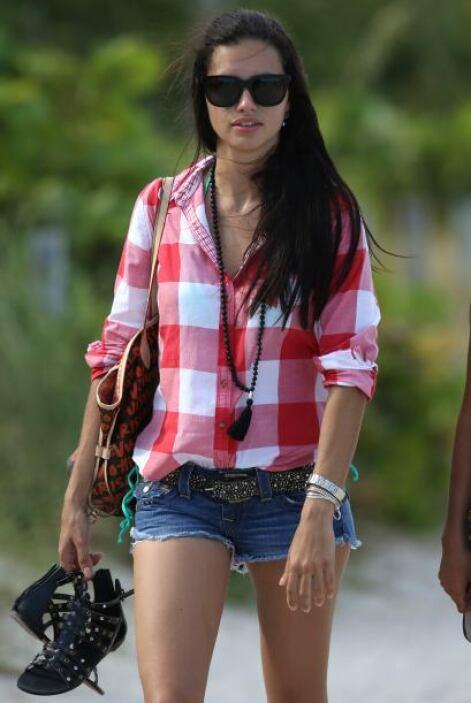 Adriana es una modelo ' a todo dar'. ¿También lo crees?Mira aquí los vid...