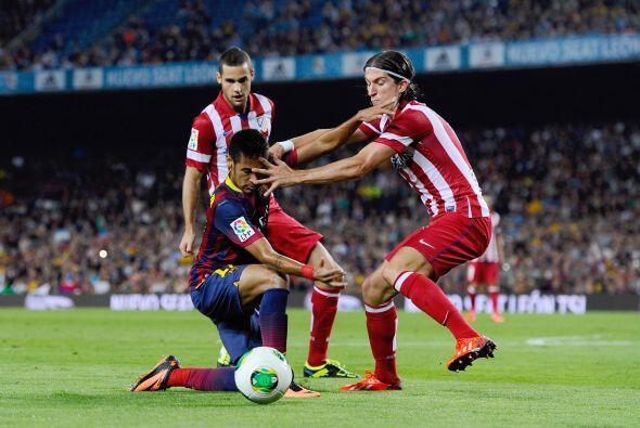 Neymar se pasó bastante tiempo tirado en el césped, aunque...