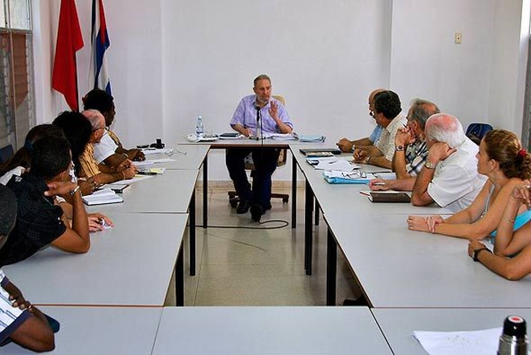 Este martes, Castro visitó el Centro de Investigaciones de la Economía M...