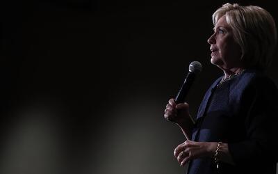 Sigue la controversia por los correos de Hillary