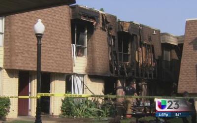 Bomberos heridos tras incendio en Irving