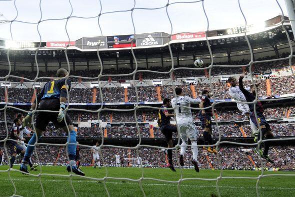 Otro ángulo del salto de Ramos.