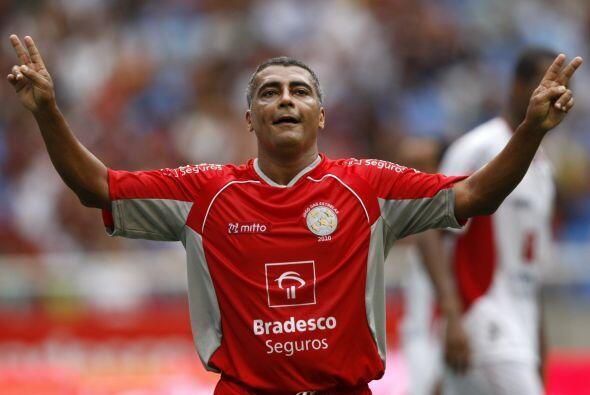 FUTBOLISTAS ROMÁRIO: Este futbolista brasileño fue condenado a 120 días...