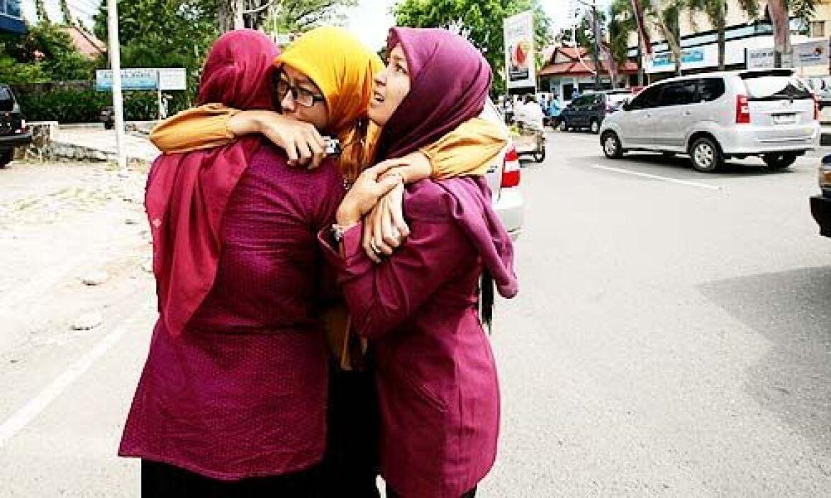 Miles de indonesios conmemoraron el miércoles en la provincia de Aceh el...