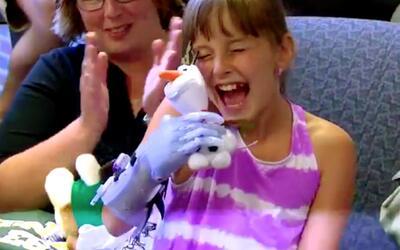 Una niña consigue una prótesis en 3D inspirada en su película favorita