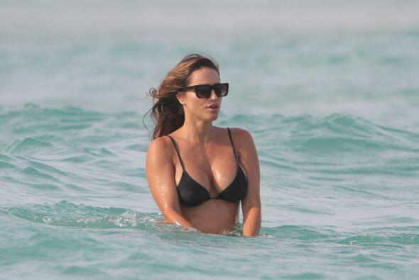 Ojalá todas pudieran mostrarse en bikini como ella.Mira aquí los videos...