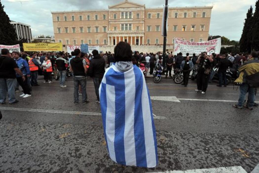 9. CRISIS EN LA ZONA EURO- Países como Italia, España, Grecia, y Portuga...