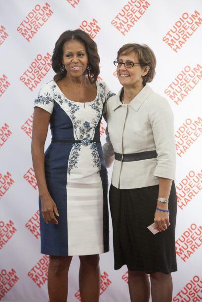 Michelle Obama posa con Gianna Fregonara, esposa del primer ministro ita...