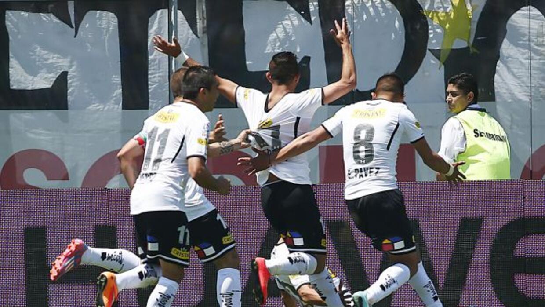Esteban Paredes le dio el triunfo a Colo Colo en el último minuto.