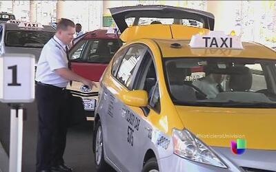 Taxistas dicen que huele a discriminación un requisito para manejar en C...
