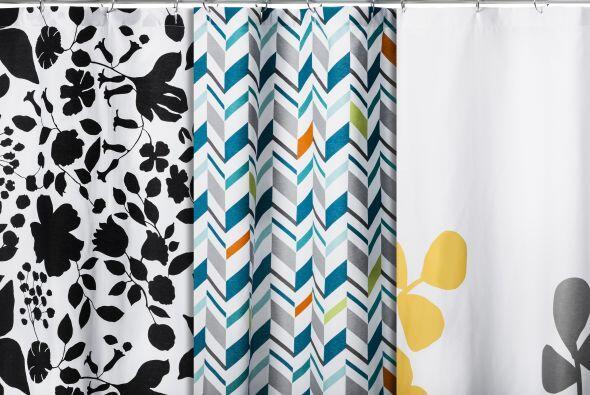 Para el baño un juego de cortinas de varios estampados es indispensable.