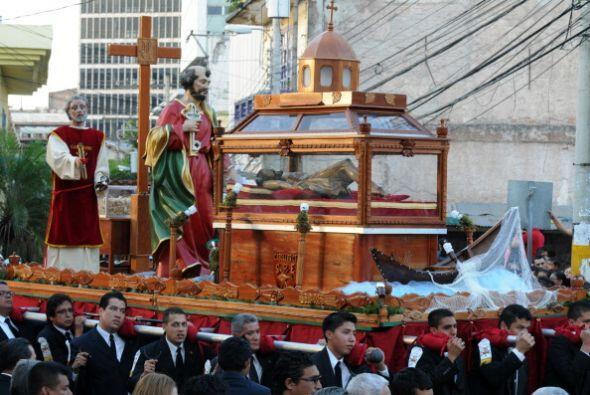 En tanto, los hondureños celebran el Viernes Santo con una procesión.