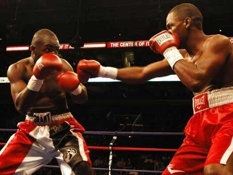 En el sur de Florida se hizo un cartel de boxeo por Haití. En una...
