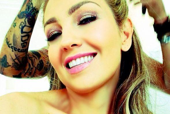 Thalía deja su belleza en manos de expertos mientras ella se divierte to...