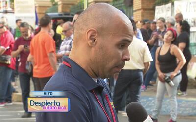 Cientos de personas ocupan los portones del recinto de Río Piedras de la...