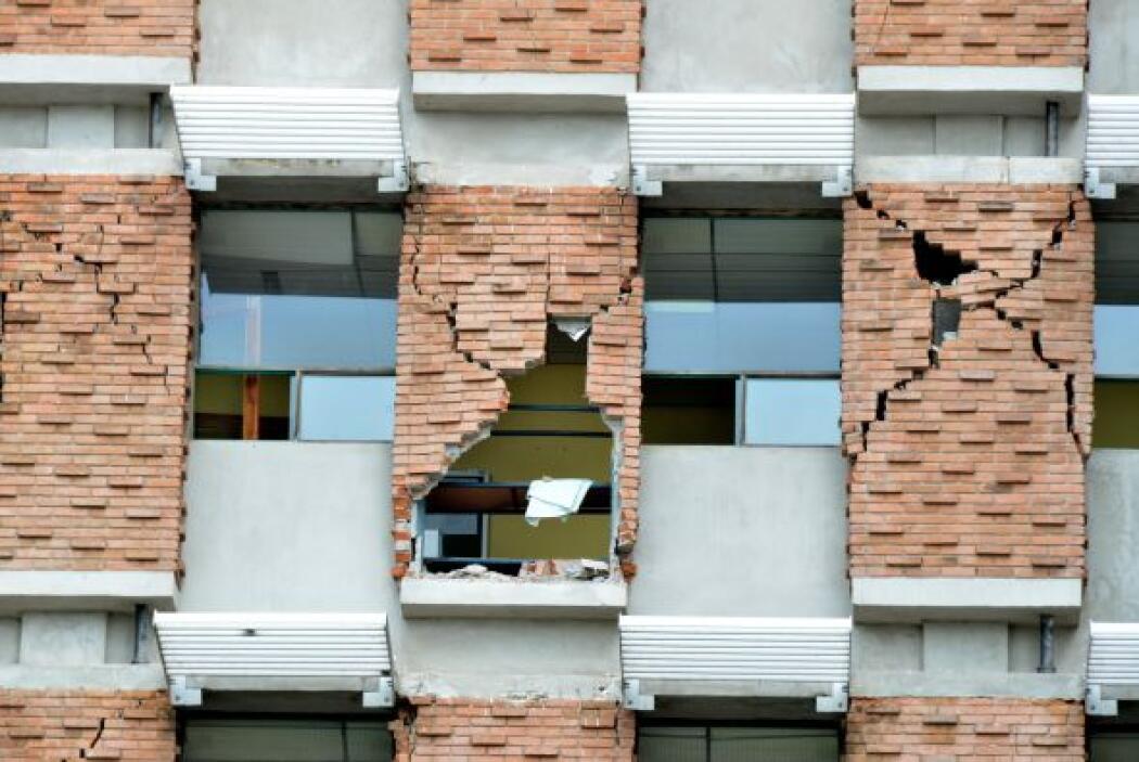 Septiembre 5- Un terremoto de 7.6 grados sacude a Costa Rica, el segundo...