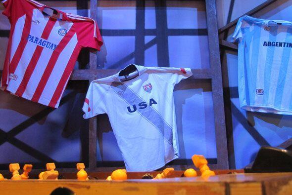 """'Jerseys' de todos los equipos se pueden apreciar en las paredes de la """"..."""