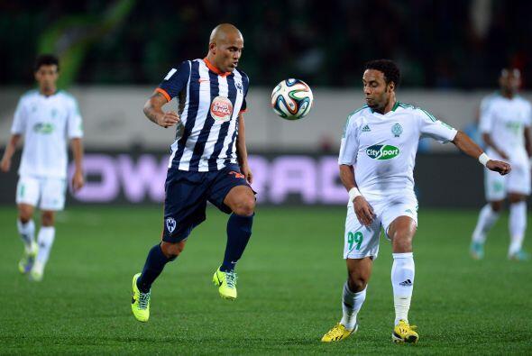 Monterrey comenzó el partido si centro delantero nominal tratando...