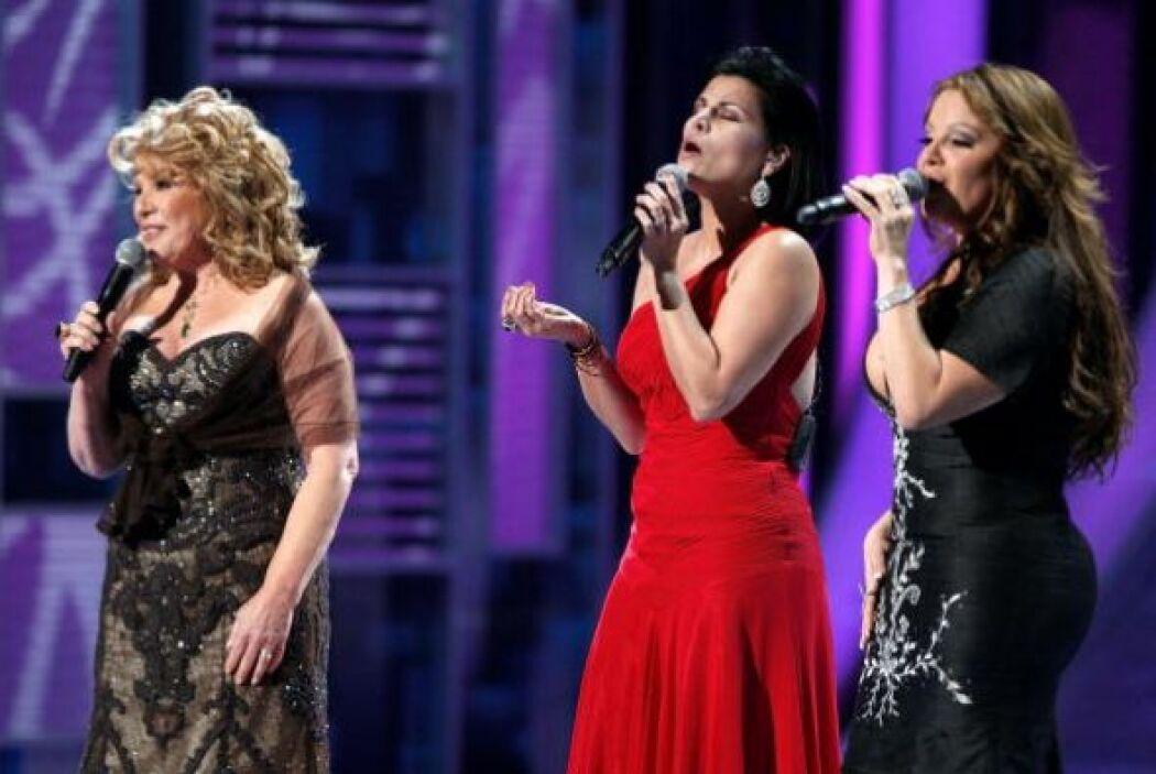 En ese año, Jenni Rivera derramó lágrimas, pero también dio tremendo sho...