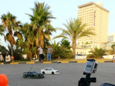 Libaneses forman parte del concurso de carros a control remoto en Tripoli.