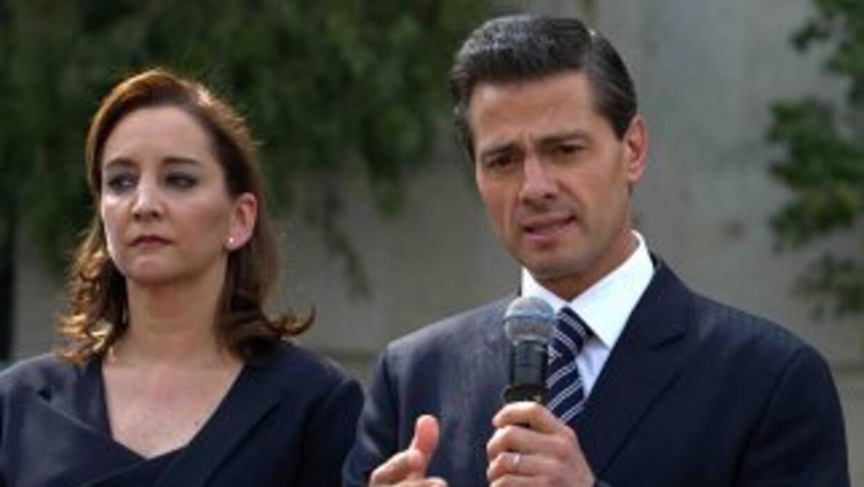 El presidente Enrique Peña Nieto acompañado de la canciller Claudia Ruiz...