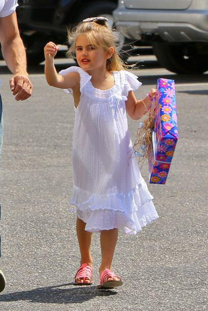 Y la guapa Anja sigue los pasos de su madre y parece que su prenda favor...