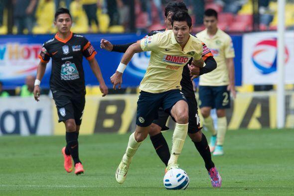 La contención del equipo, labor que desempeñan Jesús Molina y Moisés Vel...
