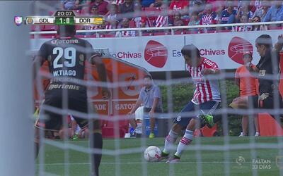 Carlos Cisneros rompe el cero con un golazo para el 1-0 de Chivas
