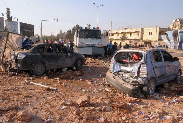 Uno de los carros bomba, conducidos por suicidas, tuvo como objetivo cam...