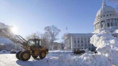 La tormenta de nieve que azota el medio oeste de Estados Unidos ha dejad...