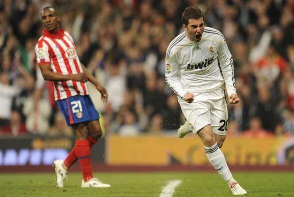 Gonzalo Higuaín marcó el 3-1 e hizo olvidar algunas fallas...