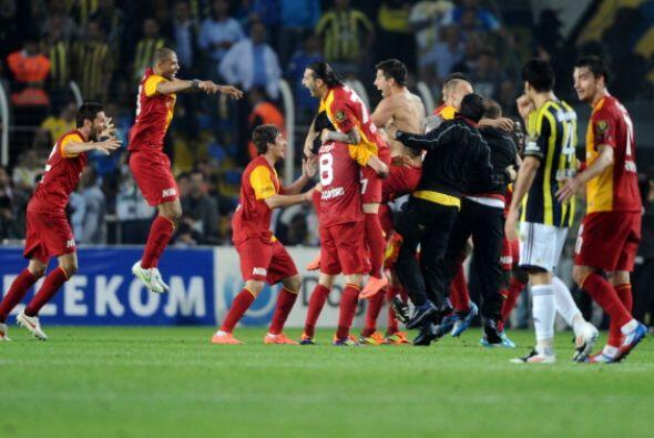 El Galatasaray se consagró Campeón en Turkía luego de empatar ante su cl...