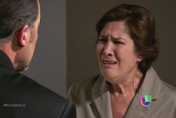 ¡No! No puede ser, Camila no puede acostarse con ese hombre, ni si...