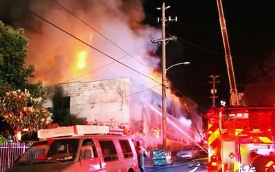 Aumenta el número de víctimas del incendio de un almacén de Oakland