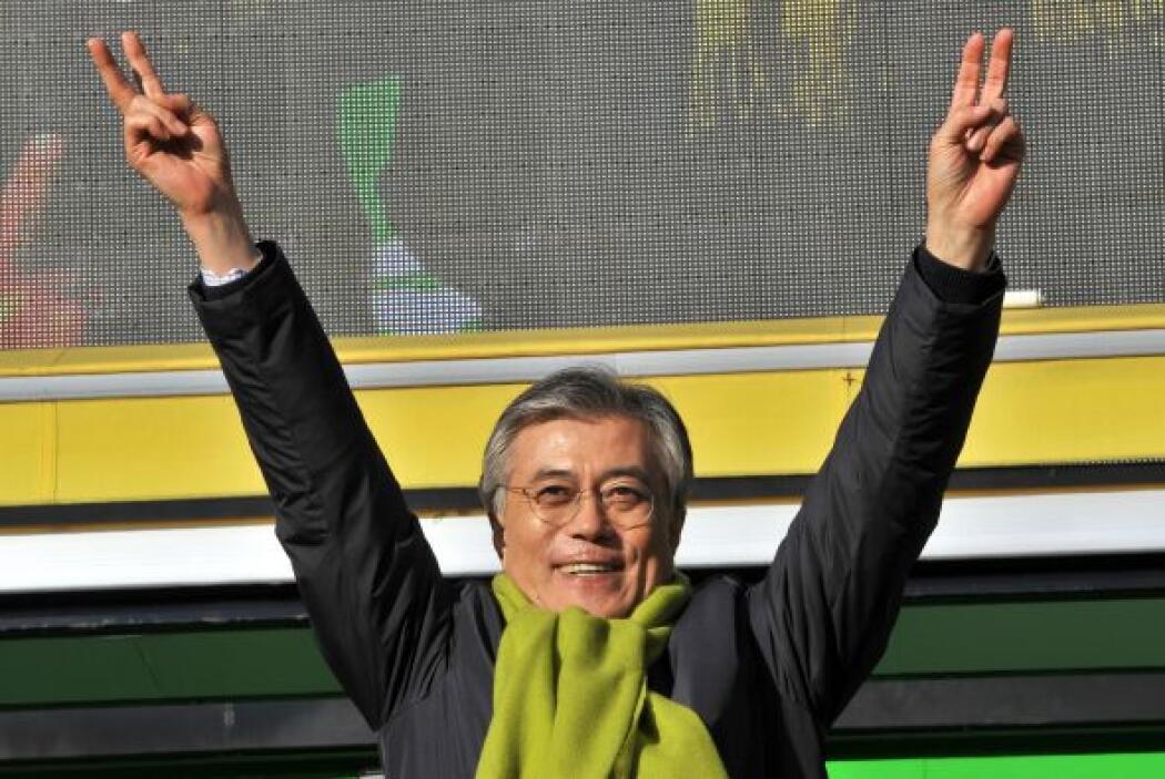 Moon Jae-in, abogado defensor de los derechos humanos de 51 años y antig...