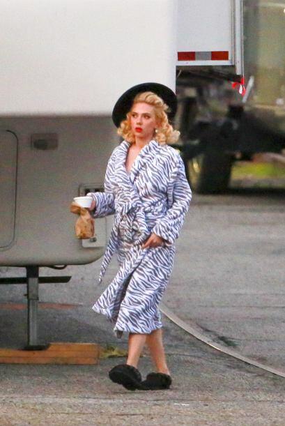 Al ver a Scarlett vestida así recordamos a una villana de película...
