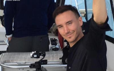 Documentalista de tiburones se pierde durante la producción de su pelícu...