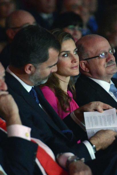 Aplausos cuando se agradeció la presencia del ministro español de Asunto...