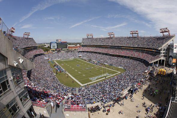 Domingo, Nov. 15 -- Panthers vs. Titans, LP Field, Nashville, Tenn. (AP-...