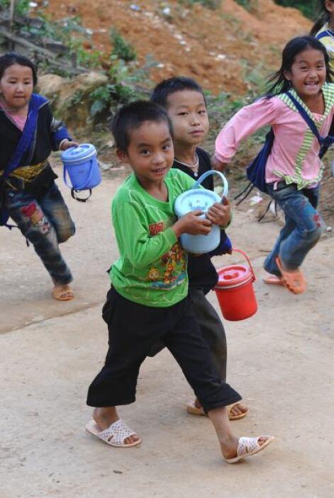 De acuerdo con el reporte, el número de niños en edad de asistir a la es...